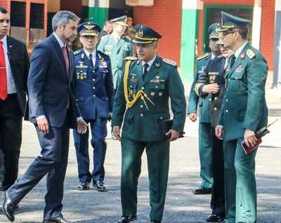 Militar, arrestada por 'menoscabar investidura' del presidente Abdo