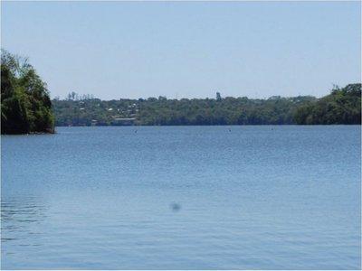 El lago Acaray, con sus aguas cristalinas, es un verdadero atractivo en Ciudad del Este