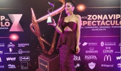 Lucía Sapena Emocionada Por El Premio Que Recibió En Argentina