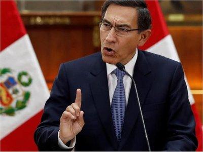 """Perú: Vizcarra disuelve """"constitucionalmente"""" el Congreso y llama a comicios"""