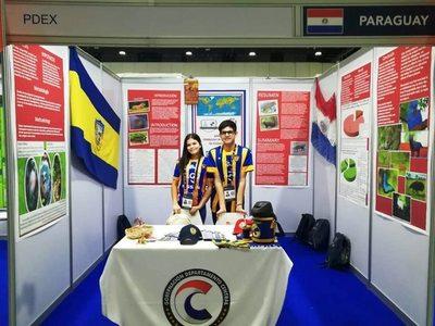 Estudiantes paraguayos obtienen medalla de oro en Emiratos •