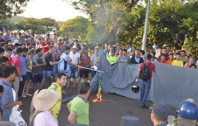 Marcha LGTBI: concejal insinúa que heridos se autolesionaron