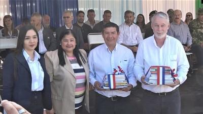 Donan libros para bibliotecas públicas de Boquerón