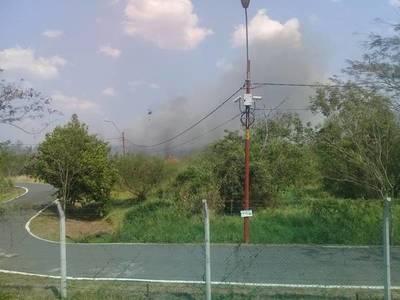 Incendio de grandes proporciones en el Parque Guasu Metropolitano