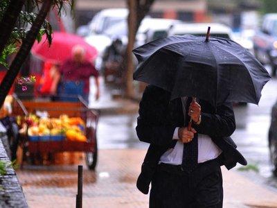 Miércoles nublado, con lluvias dispersas y vientos del sur