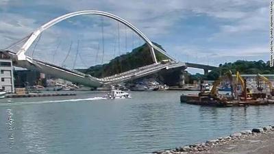 Se derrumbó un puente en Taiwán (video)
