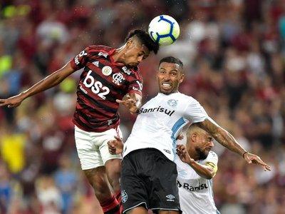 Dos gigantes brasileños inician disputa por un cupo en final de Libertadores