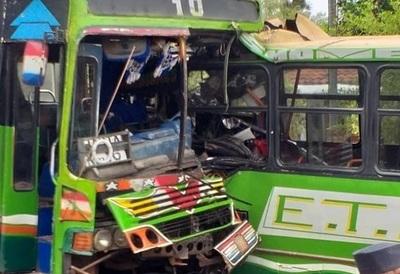 Identifican a fallecida en choque frontal de buses