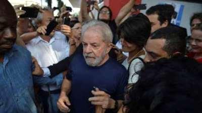 Lula se atrinchera en la cárcel