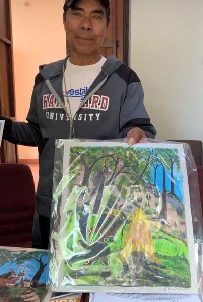 Artista indígena ofrece sus obras