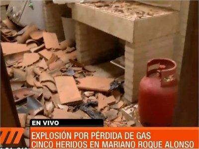 5 personas heridas tras explosión de gas en una vivienda
