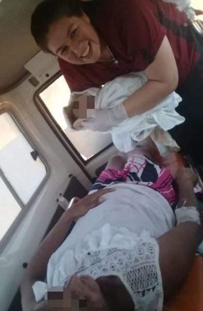 Mujer da a luz en ambulancia