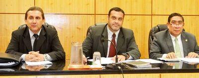 Jueces y fiscal de Paraguarí fueron suspendidos por mal desempeño de funciones