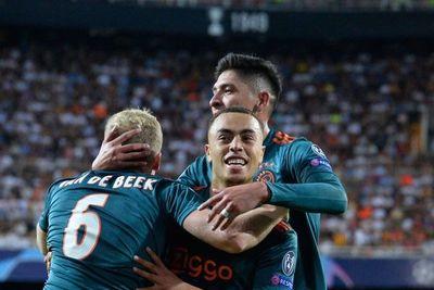 Ajax golea al Valencia