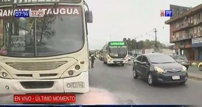 Pasajeros y chofer controlan principio de incendio en bus