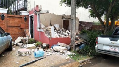 HOY / Zacarías califica de ilegal derrumbe de caseta y de incompetente a Prieto