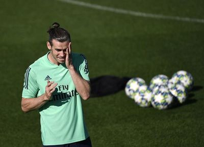 Giggs llama a Bale