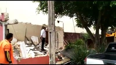 Intendente de C.D.E. mandó demoler caseta de seguridad que ocupaba la vereda frente a la casa de Zacarías Irún
