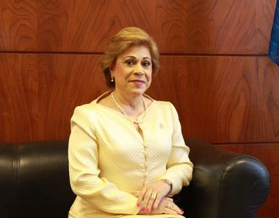 Payo recomendó poner fotos de ministra en sanitarios de la Corte