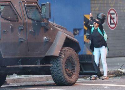 Ecuatoriana  reproduce la escena de Tiananmén