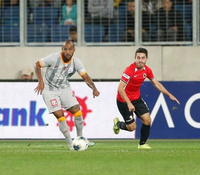 Galatasaray se aleja de la cima