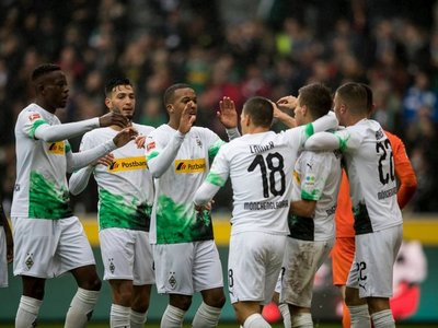 El Borussia Mönchengladbach golea y asalta el liderato