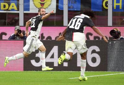 Juventus le saca el invicto al Inter y es nuevo líder del Calcio