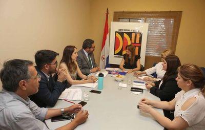 Intercambian experiencias con experto chileno