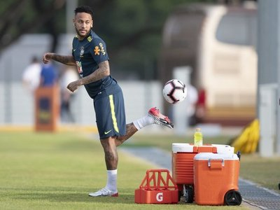 """Brasil ya está en Singapur, donde Neymar entrará en el """"club de los Cien"""""""