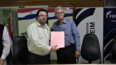Cooperativa Fernheim entregó más titulación de lotes a municipalidad