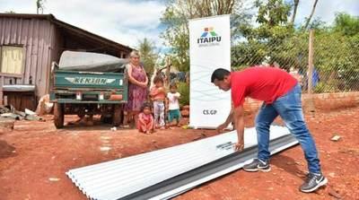 ITAIPU entregó chapas y colchones a más de 400 familias afectadas por temporal en Alto Paraná