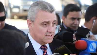 """Ministro lamenta que Interpol haya levantado el """"código rojo"""""""