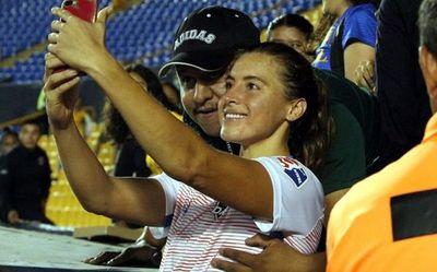 Un hincha mexicano le tocó un seno a una futbolista del equipo Houston Dash