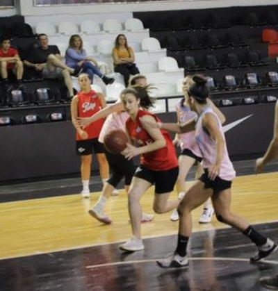 Libertad y Sol de América lideran en el torneo Clausura del basket femenino