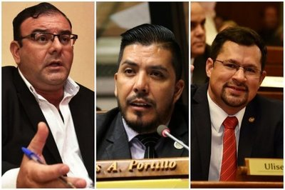 DIPUTADOS SALVAN DE LA DESTITUCIÓN A PORTILLO, RIVAS Y QUINTANA
