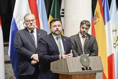 Gobierno condena las facilidades otorgadas a Arrom, Martí y Colmán