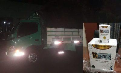 Incautan camión cargado con esencia y carbón para narguile sin documentación