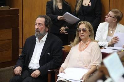 Senado concede distinción a Domingo Laino