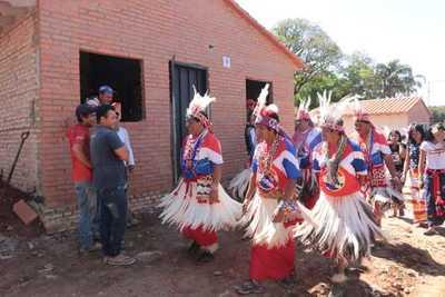 Mano solidaria del Estado cambiará la vida de familias de la comunidad indígena Maká