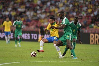 Senegal amarga a Neymar su partido 100