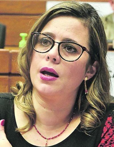 "Kattya González sobre blanqueo a diputados: ""Siento vergüenza ajena"""