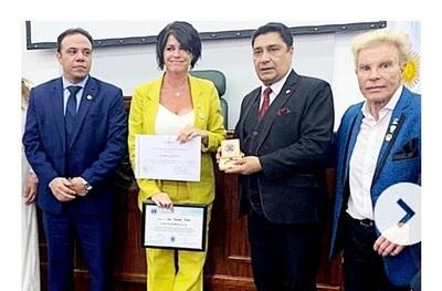 Diputada denuncia 'abuso de atribuciones' en condecoración a modelo argentina