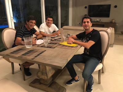 Guaraní extiende vínculo con Gustavo Costas