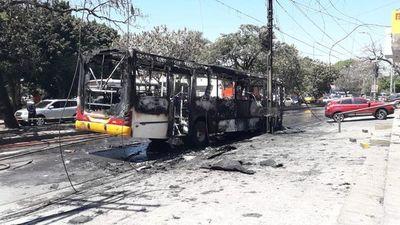 Otro bus de la línea 18 se incendió en Asunción