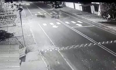 Choque entre motos deja un muerto y otro herido grave