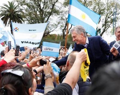 Macri pide a los votantes más tiempo para resolver los problemas de Argentina