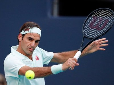 Federer se desespera y queda fuera de Shanghái tras perder contra Zverev