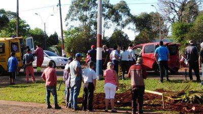 ACCIDENTE DEJA UN LESIONADO Y DAÑOS MATERIALES EN HOHENAU