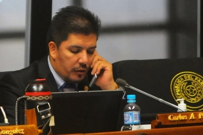 Contadora lamenta blanqueo al diputado Carlos Portillo