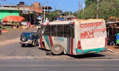 Colectivo de empresa Alto Paraná pierde rueda en plena calle